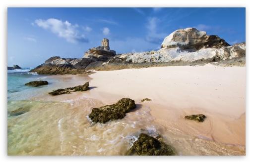 Download Rocky Deserted Beach UltraHD Wallpaper