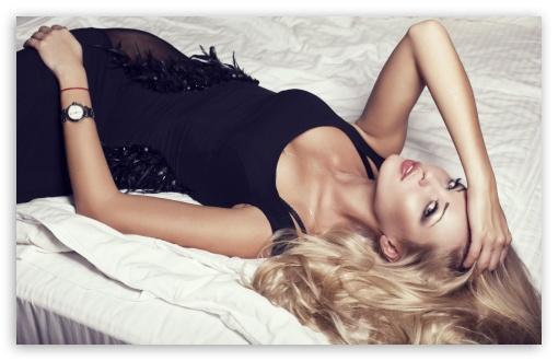 Download A Beautiful Girl In Black Dress UltraHD Wallpaper
