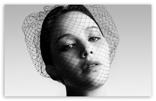 Download Jennifer Lawrence Black and White Portrait UltraHD Wallpaper
