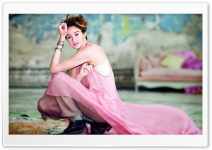 Shailene Woodley in Pink
