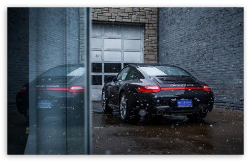 Download Snowing on a Porsche Carrera GTS 4 UltraHD Wallpaper