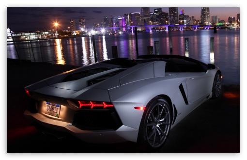 Download Lamborghini Aventador at Night UltraHD Wallpaper