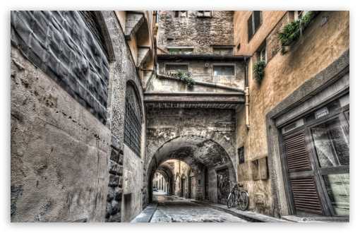 Download Narrow Streets in Florence UltraHD Wallpaper